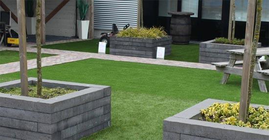 Tuin En Kunstgras : Wonenonline kunstgras tapijt in de tuin