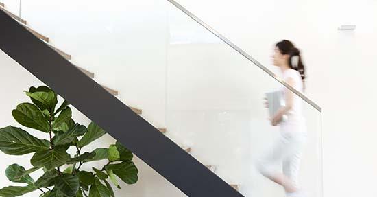 Wat een trapleuning doet met je interieur trap en traprenovatie
