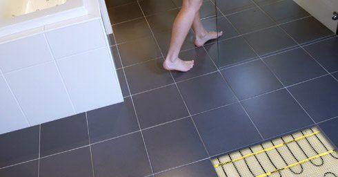 Warme voeten in de badkamer | Vloerverwarming | Vloeren